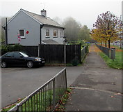 ST3090 : Union Jack and a large poppy on a Malpas Road house side wall, Newport by Jaggery