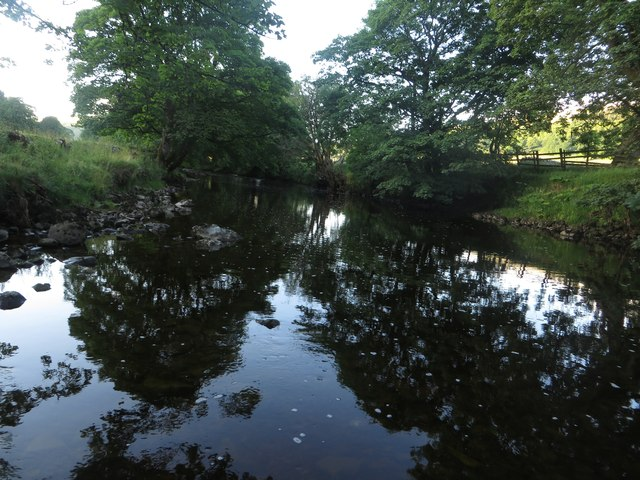 Looking downstream along the River Wharfe