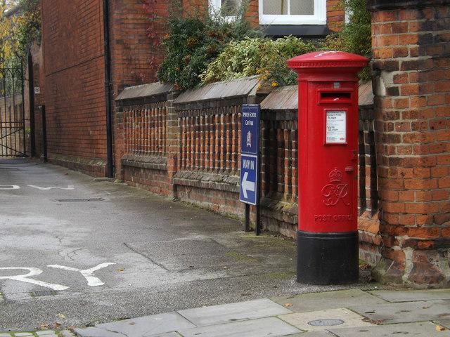 Ipswich School George VI Postbox