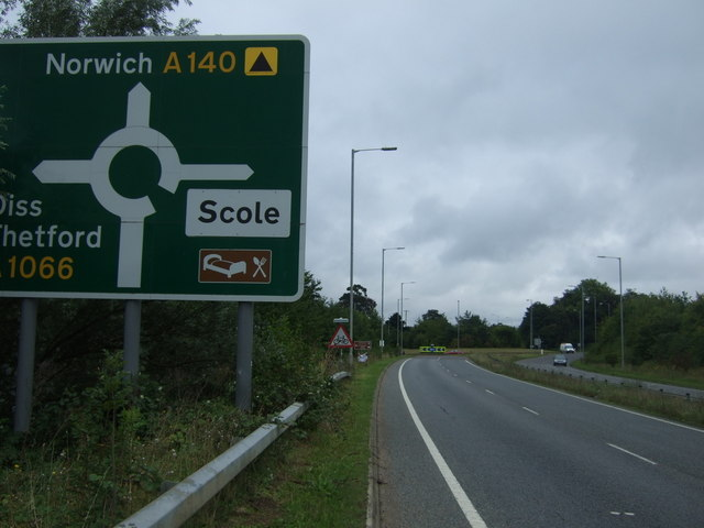 Approaching a roundabout on the A140 by JThomas