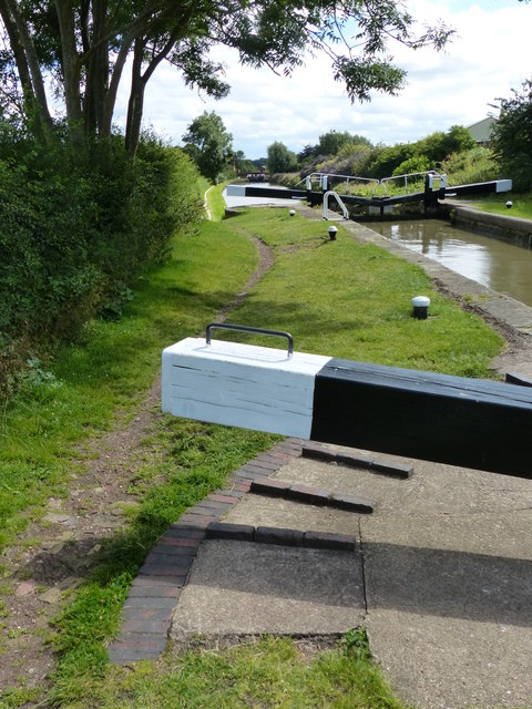 Buckby Lock No 11 on the Grand Union Canal by Mat Fascione