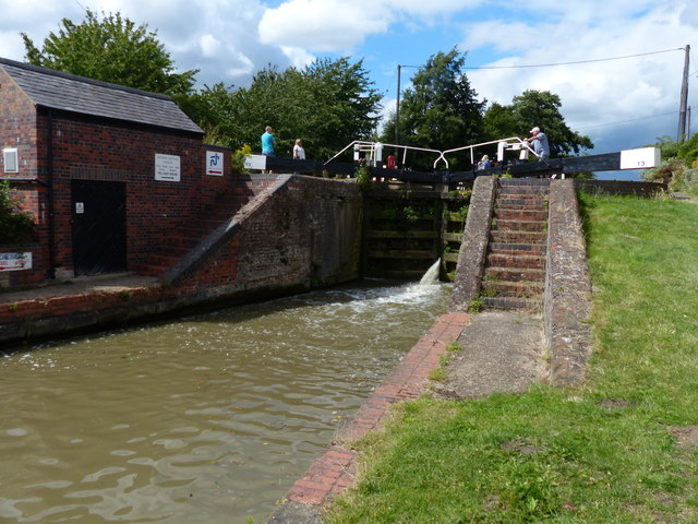 Buckby Bottom Lock No 13 on the Grand Union Canal by Mat Fascione