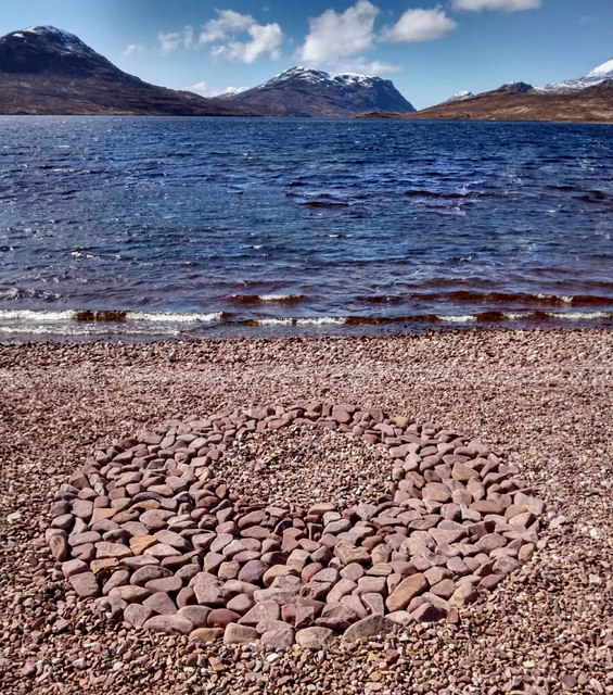 Arrangement of stones on the shore of Lochan Fada