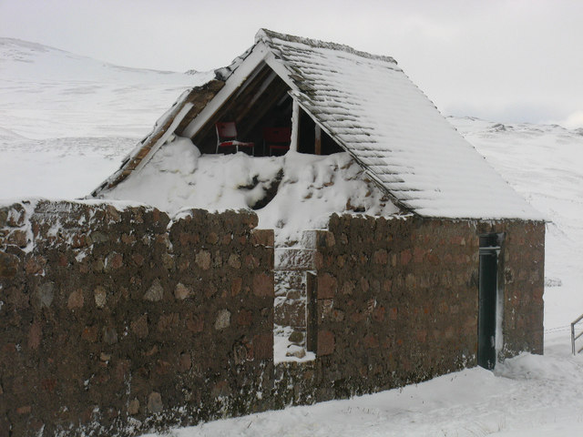 Faindouran bothy showing gable end collapsed
