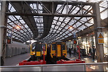 SJ3590 : Platforms 8 and 9 at Liverpool Lime Street by Mike Pennington