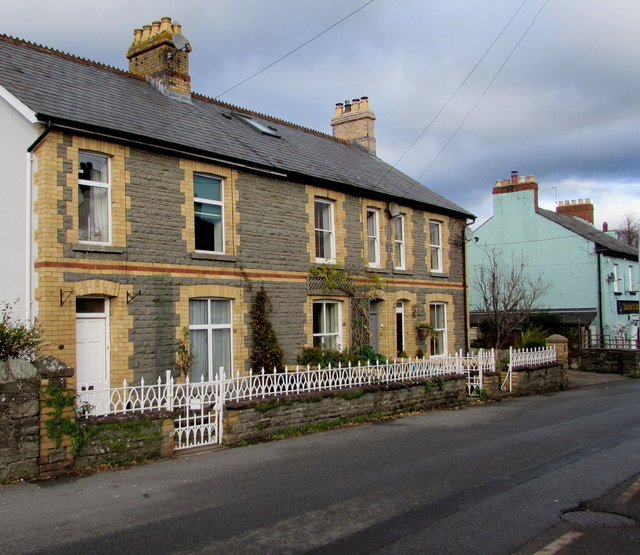 Row of three houses, Hillside Road, Llangattock