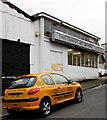 ST3088 : Yellow car in Locke Street, Newport by Jaggery