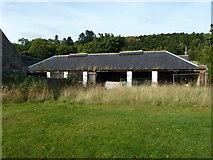 NH6750 : Farm Building, Kilmuir by Peter Bond