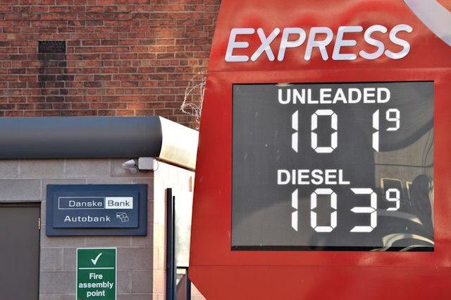 Fuel prices sign, Belfast (11 December 2015)