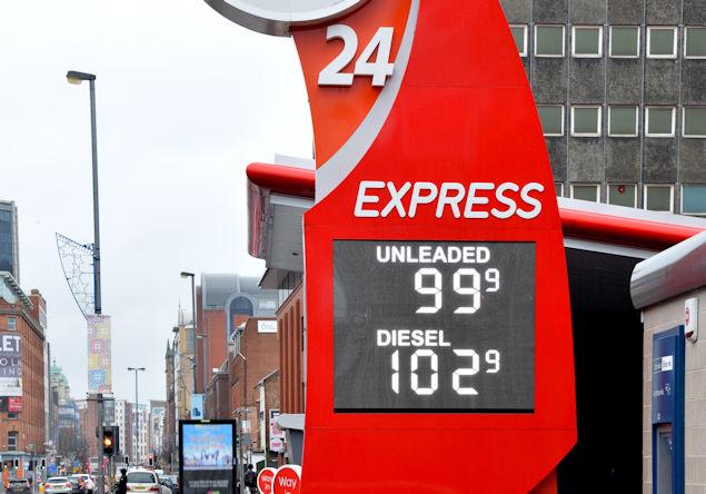 Fuel prices sign, Belfast (18 December 2015)