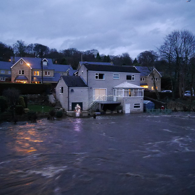 Extreme flood on the River Aire, from Newlay Bridge (5)