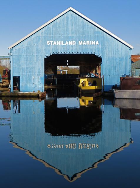 Staniland Marina, Thorne