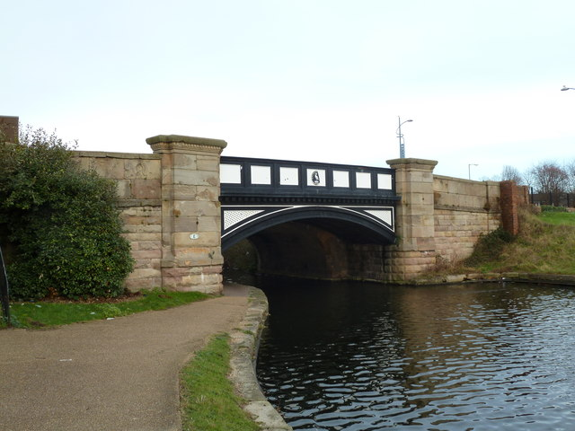 Bridge E, Leeds and Liverpool Canal - Boundary Bridge