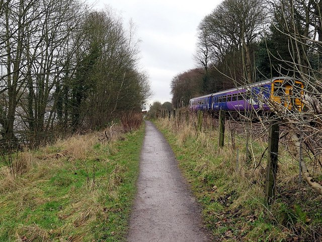 Keelmans Way & approaching Tyne Valley Line 'Sprinter'