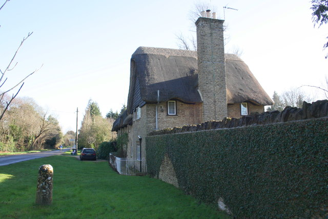 Thatched cottage and milestone, Abingdon Road