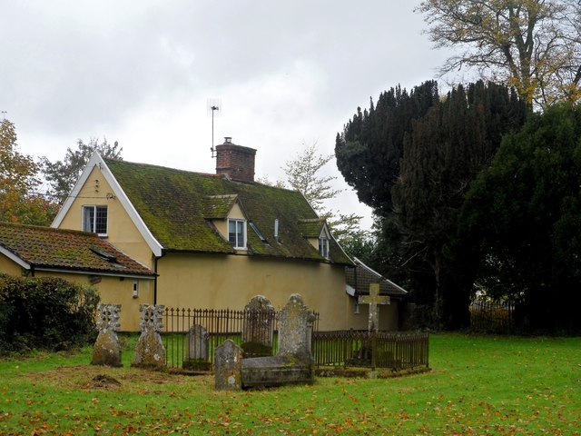 Cottage and graveyard, Bredfield