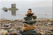 NM9247 : Castle Stalker Cairn by Samuel Pope