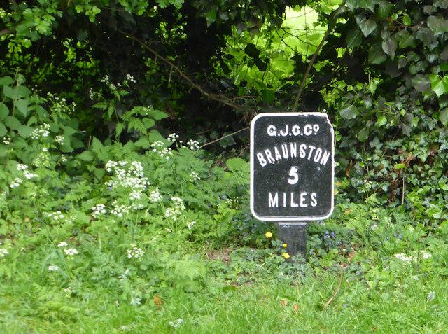 Grand Union Canal Milestone 5