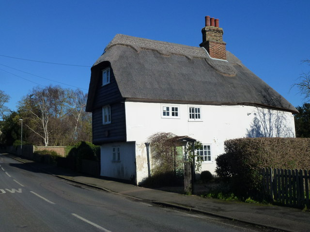 Three storey thatched cottage in Landbeach