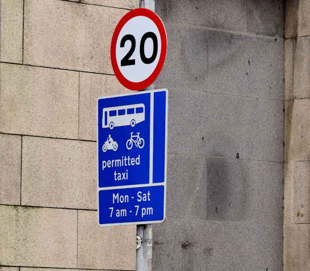 20 mph speed limit sign, May Street, Belfast (January 2016)