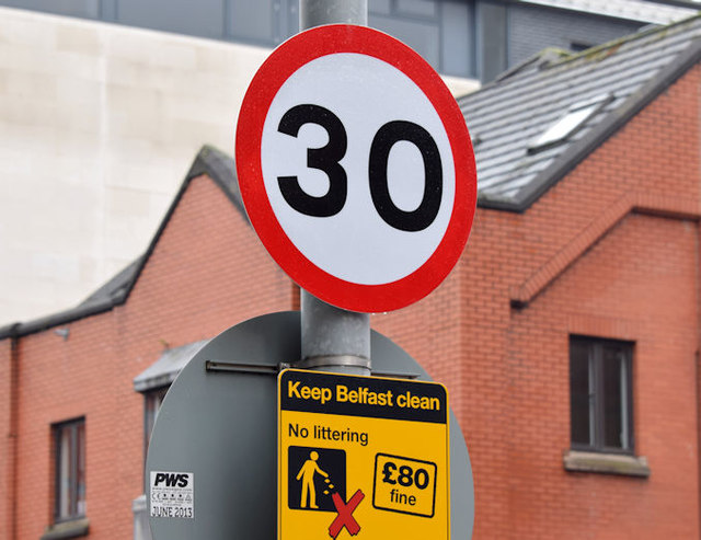 30 mph speed limit sign, Chichester Street, Belfast (January 2016)