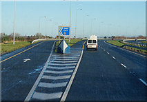 S7572 : M9 Northbound at junction 5 by Ian S