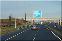 S7782 : M9 Northbound at junction 4 by Ian S