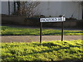 TL1415 : Pickford Hill sign by Geographer