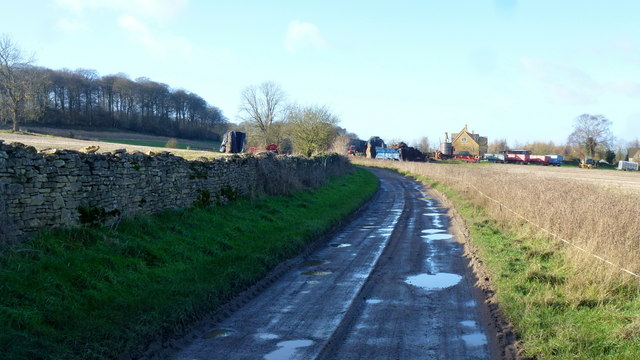 rutted road to castle barn farm jonathan billinger cc by sa 2 0