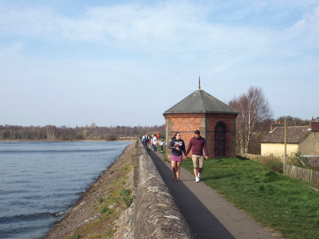 Walking on the dam, Chasewater