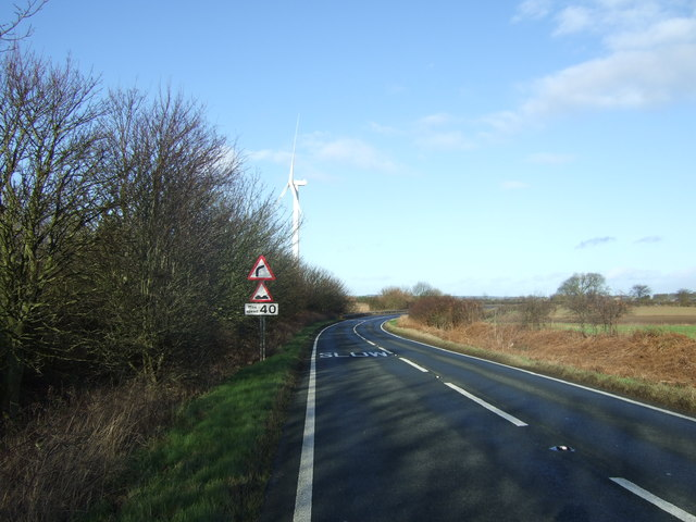Approaching a bend in Bridlington Road (A165)