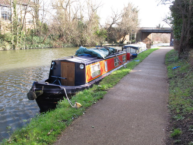 Sapphire, narrowboat on Grand Union Canal winter moorings