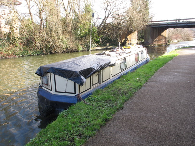 Rose Alice, narrowboat on Grand Union Canal winter moorings