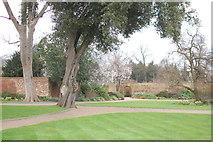 TQ4387 : Towards the walled garden by Trevor Harris