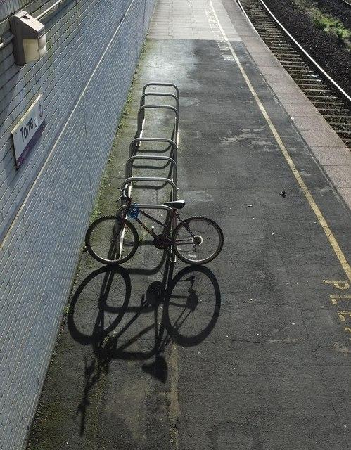 Bicycle racks, Torre Station