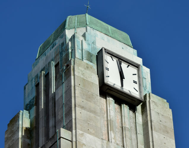 Clock, former Bank of Ireland, Royal Avenue, Belfast (February 2016)