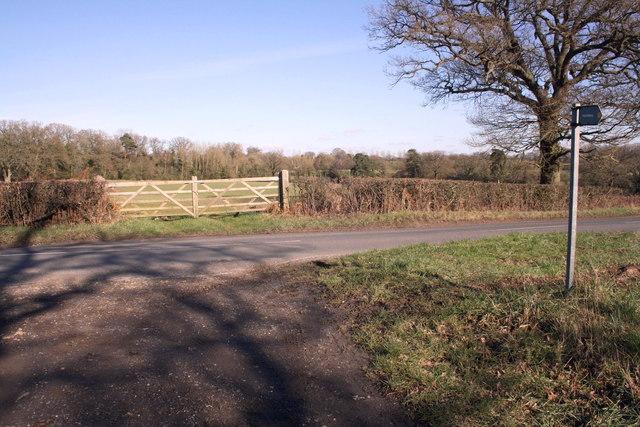 Field gateway beside Cuckoo Lane opposite footpath
