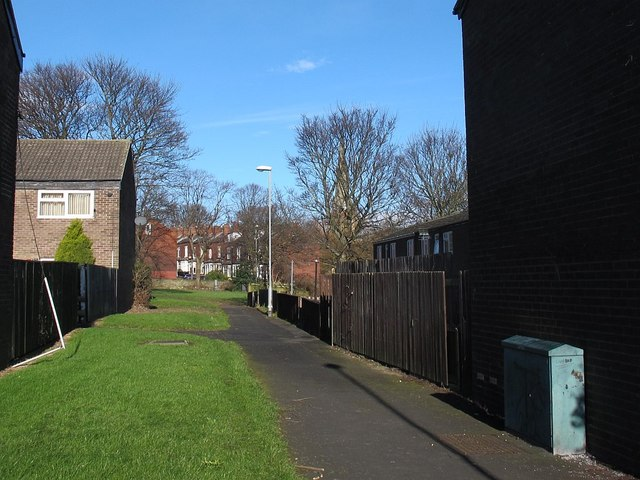 Path from Rossefield Drive to St Peter's churchyard