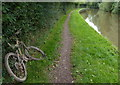 SP3394 : Coventry Canal and towpath near Hartshill Green by Mat Fascione