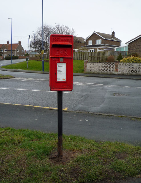 Elizabeth II postbox on Fir Tree Drive, Filey
