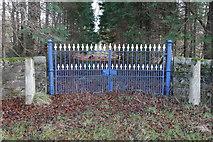 NJ5155 : A Nice Set of Gates by Alan Hodgson