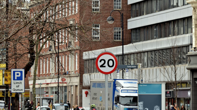 20 mph speed limit sign, High Street, Belfast (February 2016)