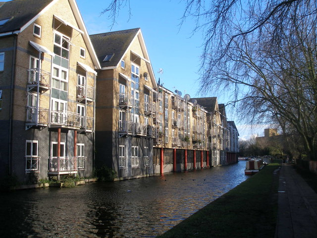 Canalside properties at Kensal Town