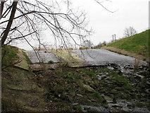 SK4995 : The dam, Firsby Reservoir by Jonathan Thacker