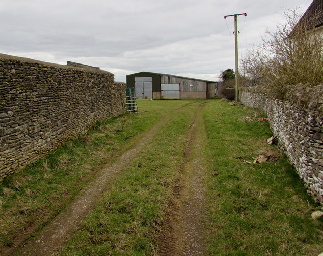 Twin tracks towards a farm building, Minchinhampton