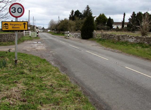 Start of the 30 zone at the eastern edge of Minchinhampton
