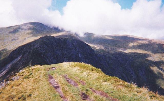 The Bwlch Eryl Farchog hiatus from the Pen yr Helgi Du ridge