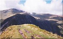 SH6963 : The Bwlch Eryl Farchog hiatus from the Pen yr Helgi Du ridge by Eric Jones
