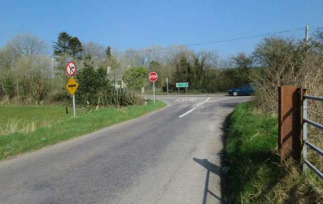 Country road meets the National Route N28