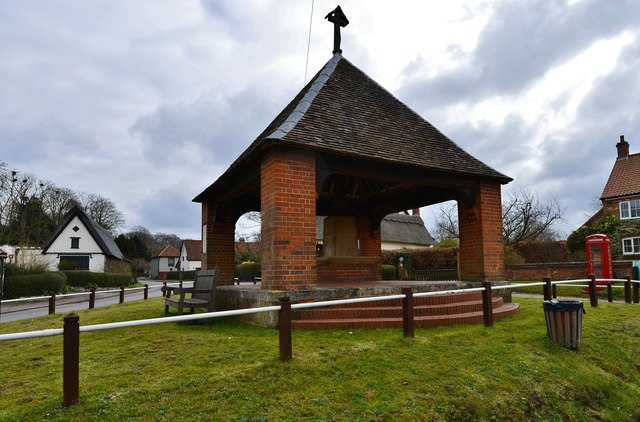 Saxlingham Nethergate: The war memorial